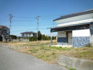 前面道路と蔵(2018年10月)