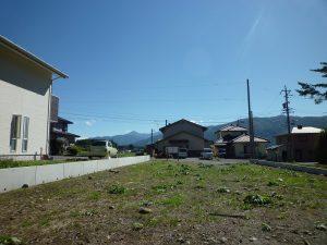 敷地から家の左に見える甲斐駒ケ岳(2017年9月)