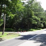 南側道路と現地。2017年7月撮影