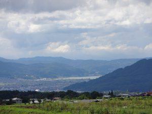 現地より諏訪湖を望む。2017年8月撮影