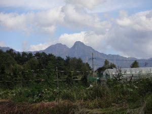 物件から見える八ヶ岳の阿弥陀岳と赤岳(2017年)