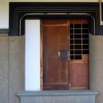 蔵の扉は三重。「落とし」により、厳重に鍵がかかる構造です