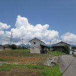 西側から物件を撮影。八ケ岳の眺望有り(2019年7月)
