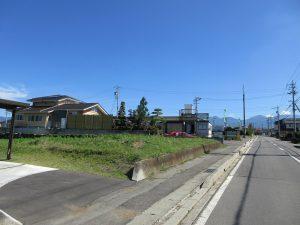 前面道路東方向に見える八ケ岳(2019年9月)