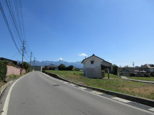前面道路より東方向に広がる八ケ岳(2019年9月)