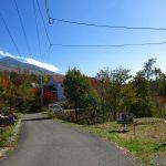 前面道路東方向の八ケ岳の眺望(2019年10月)