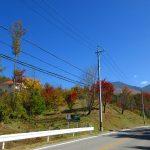 鉢巻道路からの物件と八ケ岳の網笠岳(2019年10月)