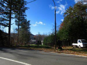北側道路から物件を撮影(2019年11月)