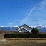 前面道路から東方向を撮影。八ケ岳の眺望(2020年2月)