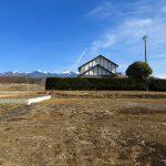 西側から物件を撮影。八ケ岳の眺望(2020年2月)