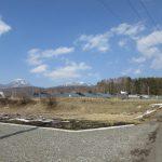 南西側から物件を撮影 蓼科山と横岳の眺望(2020年3月)