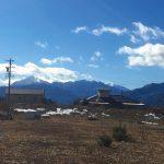 北側近隣から物件を撮影。甲斐駒ケ岳を望む(2020年2月)