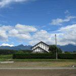 前面道路から東方向を望む、八ヶ岳の眺望(2020年8月)