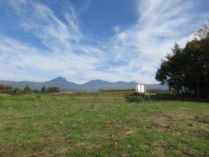 物件から北東方向、蓼科山の眺望(2020年10月)