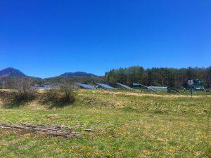 物件北東方向に見える蓼科山(2021年4月)