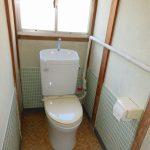 トイレ、手前に小便器あり