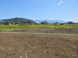 物件から東方向を撮影。小泉山と八ヶ岳の眺望(2021年4月)