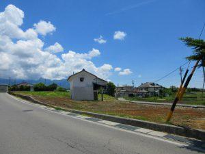 北側道路の西側から撮影(2021年6月)