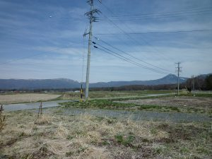 現地から望む蓼科山と車山(2017年4月撮影)