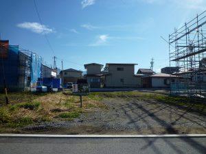 前面道路からの敷地(2017年11月)