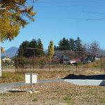 敷地北東方向に見える長円寺と蓼科山(2017年11月)
