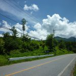 西側鉢巻道路から物件と八ヶ岳を撮影(2018年6月)