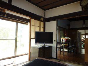1階6帖和室から洋間、土間方向
