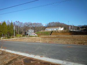 前面道路から東方向を撮影(2018年12月)