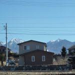 西側から物件を撮影・八ケ岳が見える(2019年2月)