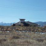 北側から物件を撮影。甲斐駒ケ岳と富士見のスキー場が見えます(2019年2月)