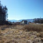 物件北側から撮影。富士見パノラマスキー場が見える(2019年2月)