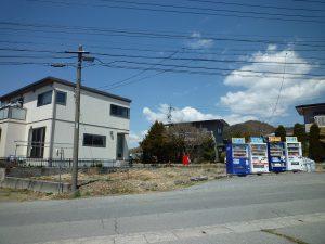 前面道路より物件を撮影(2019年4月)