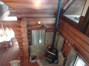 2階から見た薪ストーブ(居間)